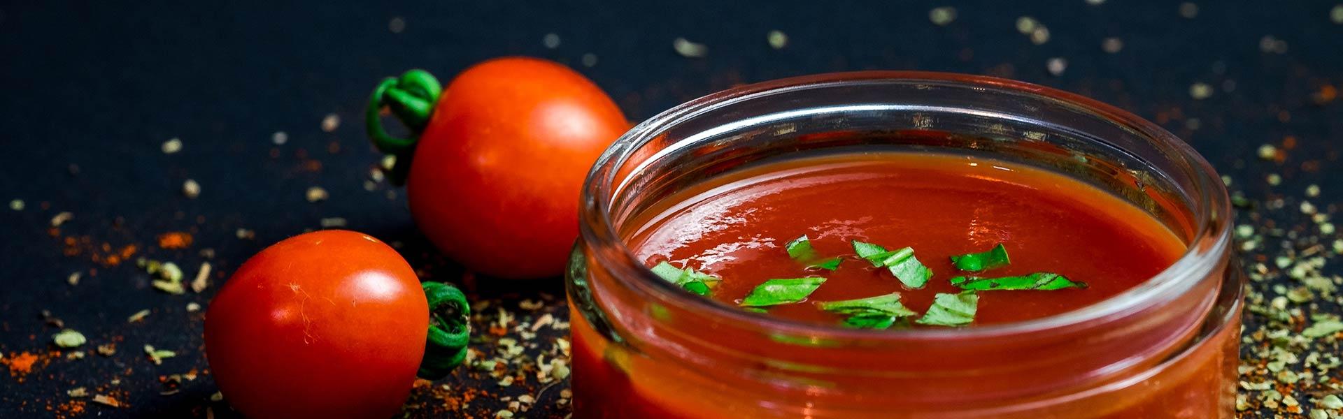 Salsa de tomate para pizza, restaurante pizzería Otro Mondo, localizado en villaviciosa de odón