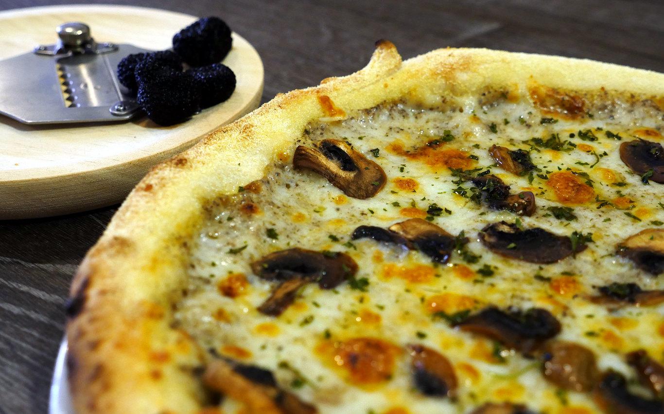 Pizza Tartufo, Pizza Clásica. Restaurante pizzeria Otro Mondo en Villaviciosa de Odón.